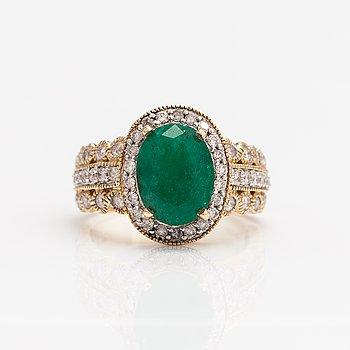 Ring, 14K guld, smaragd och diamanter ca 0.60 ct tot.