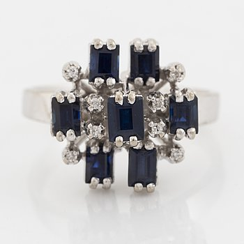 18K white gold ring with sapphires.