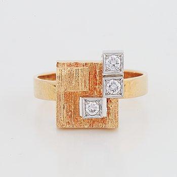 """Björn Weckström, ring, """"Diamantstad"""" 18K guld med briljantslipade diamanter, Lapponia."""