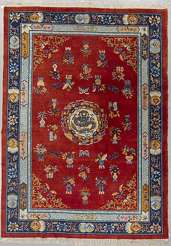 A carpet, semi-antique/old kina, ca 295,5 x 212 cm.