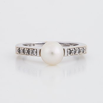 18K white gold, diamond and cultured pearl ring.