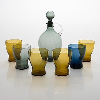 Saara Hopea,  A glass carafe and six drinking glasses, Nuutajärvi, Finland. Design years 1959 and 1958.