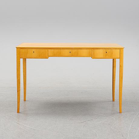A 'nya guldheden' desk by carl malmsten.