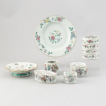 A group of chinese porcelain, 7 pieces, mostly late Qing dynasty and and 18th Century famille rose plate.