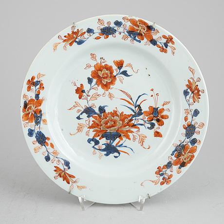 A group of seven imari dishes, qing dynasty, qianlong (1736-95).