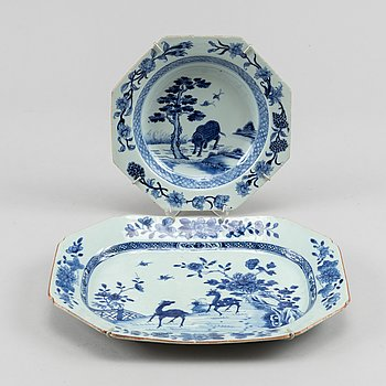 A blue and white tureenstand and a soup dish, Qing dynasty, Qianlong (1736-95).