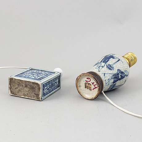 A group of four blue and white table lampa, qingdynasty, circa 1900.
