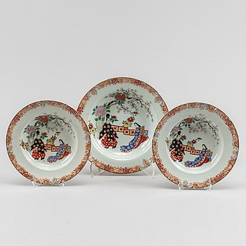 Two Japanese plates and a dish, 20th Century.