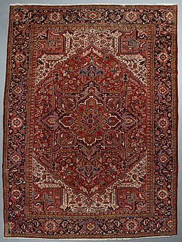 A carpet, semi-antique/Old Heriz/Gorovan, ca 390 x 290 cm.