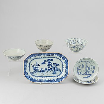 Skålar, 3 st, fat 2, porslin, Kina, Mingdynastin (1368-1644), samt uppläggningsfat, porslin, Kina,  Qianlong (1736-95).