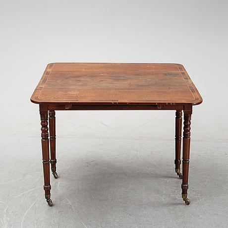 A mahogany drop leaf table, 19th century.