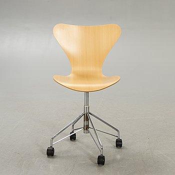 """Arne Jacobsen, kontorsstol """"Sjuan"""" för Fritz Hansen Danmark 2006."""