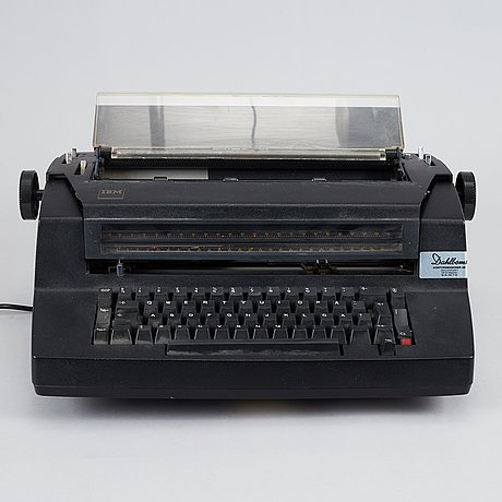 Ibm selectric typewriter 670x and photograph of lars norén with typewriter by mikael jansson.