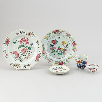 A group of five export porcelain objects, Qing dynasty, Qianlong (1736-95).