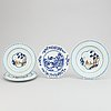 Four blue and white and famille rose export porcelain dishes, qing dynasty, qianlong (1736-95).