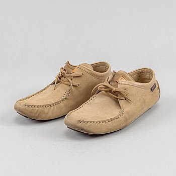 Louis Vuittion, a pair of suede shoes, size 37.