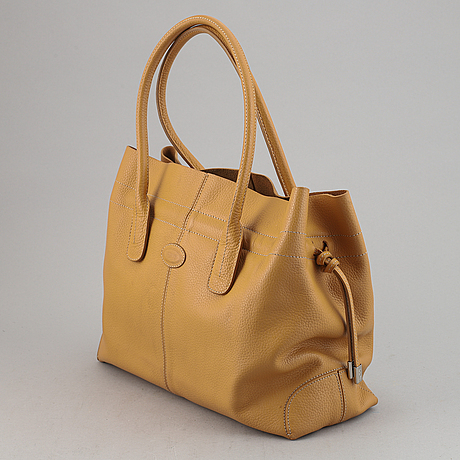 Tod's, a leather 'd-bag'.
