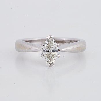 Ring, enstensring med navettslipad diamant, 0,41 ct, med GIA dossier.