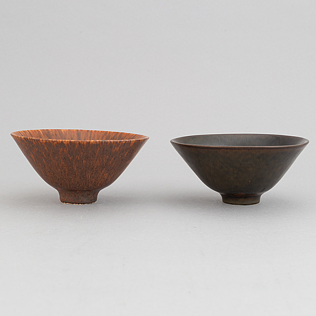 Carl-harry stålhane, a set of three stoneware bowls with lid and two bowls for rörstrand.