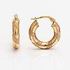 A pair of 14k ogld earrings. unoaerre, italy.