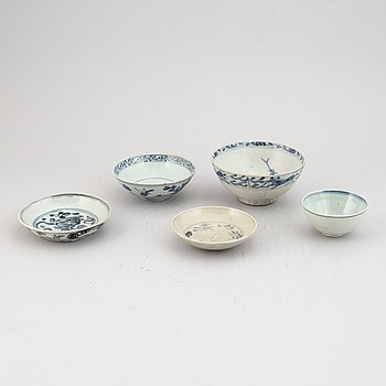 A group of five blue and white bowls, Ming dynasty (1368-1644).