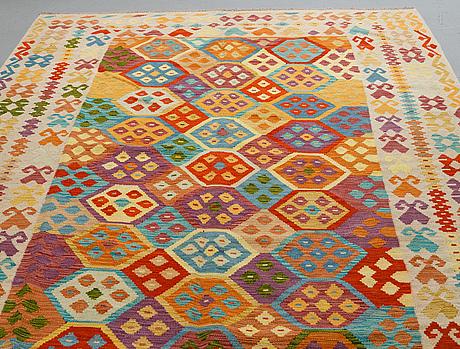 A carpet, kilim, ca 297 x 204 cm.