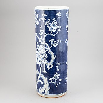 A blue and white Chinese umbrella stand, 20th Century.