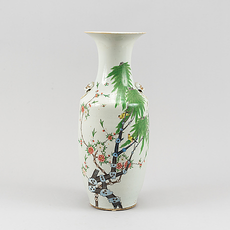 A chinese vase, 20th century.