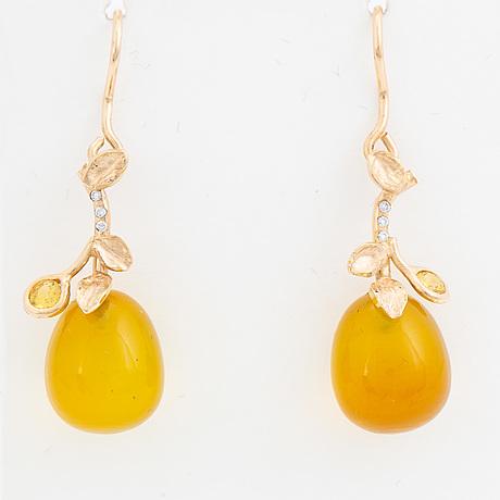 Agate, yellow sapphire and brilliant-cut diamond earrings.