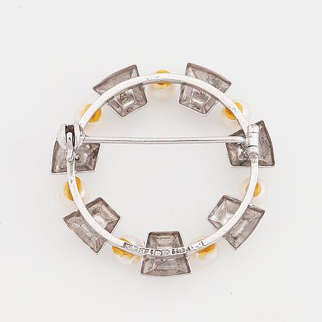 Pearl and eight cut diamond brooch.