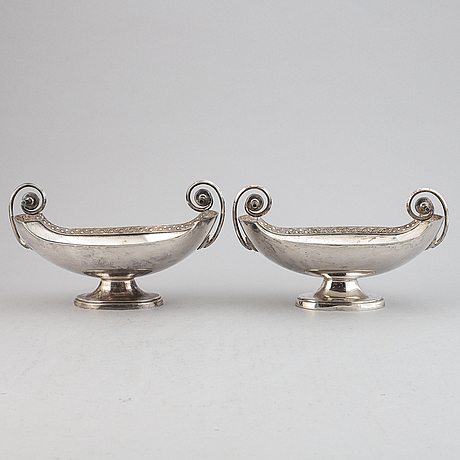 A pair of silver plated bowls, first half of the 20th century.
