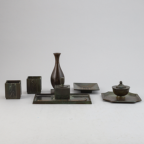 Seven bronze items, gab brons, first half of the 20th century.