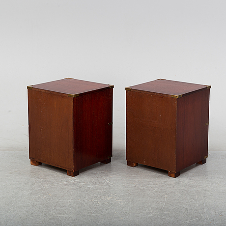 A pair of mahogany bedside tables, england second half of the 20th century.