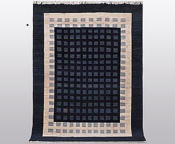 A carpet, oriental, ca 278 x 205 cm.