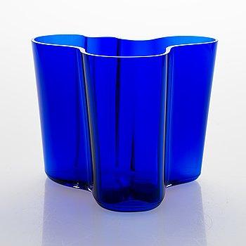 Alvar Aalto, a '3030' vase signed Alvar Aalto 2795/1990.