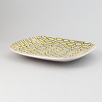 Stig Lindberg, an earthenwear dish, Gustavsberg Studio.