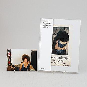 "Nan Goldin, archival pigment print, signerad. Samt ett exemplar av Aperture Magazine Issue #239 ""Ballads""."