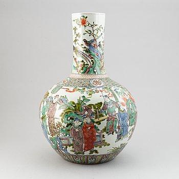 A large Chinese famille verte globular shaped vase, late qing dynasty, around the year 1900.