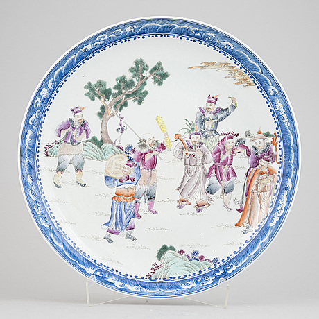 A large chinese porcelain dish depicting the eight immortals, second half of the 20th century.