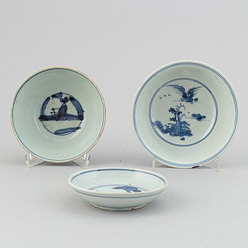 Two blue and white bowls and dish, Ming dynasty.