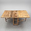 A gate leg table, first half of the 19th century.