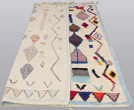 A moroccan carpet, 297 x 193 cm.