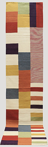 A kelim runner carpet, 393 x 82 cm.