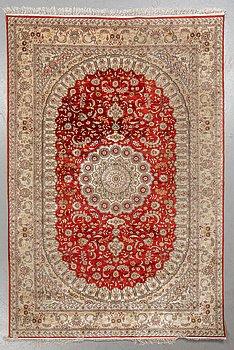 A carpet, Oriental silk, ca 269 x 182 cm.