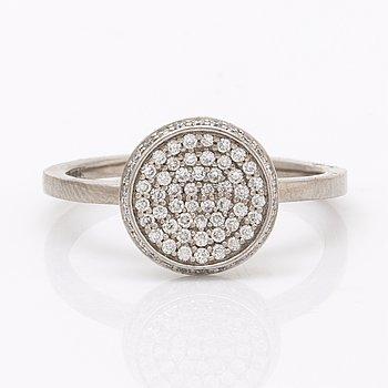 Efva Attling, ring Love Bowl 18k vitguld och diamanter.