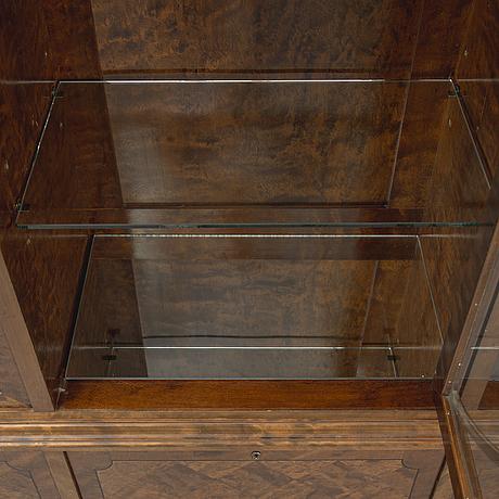 A swedish grace vitrine cabinet, first half of the 20th century.