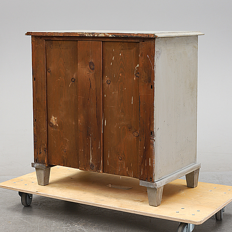 A swedish painted chest of drawers, around the year 1900.