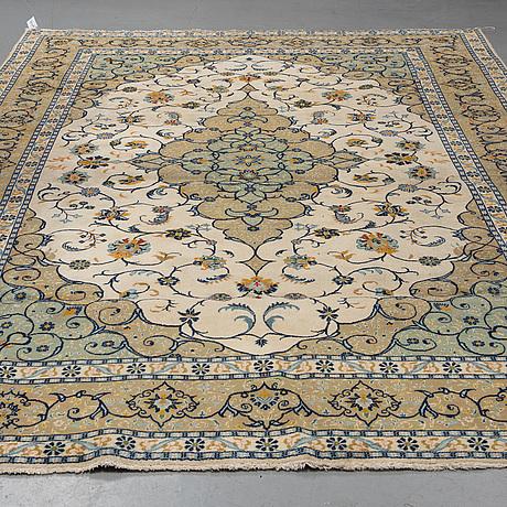 A carpet, kashan, ca 355 x 241 cm.