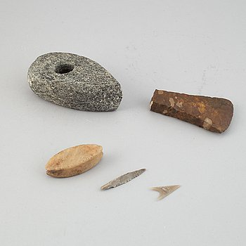 A collection of five neolithic objects.