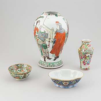 An urn, vase, dish and bowl, porcelain, four parts, China, 19th century to early 20th century.